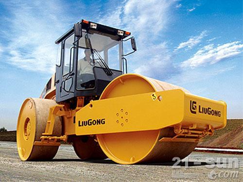 柳工CLG624三轮压路机外观图1
