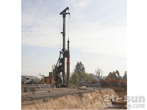 利勃海尔LB24旋挖钻机外观图2