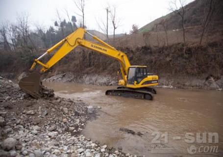 中联重科ze230e挖掘机图片