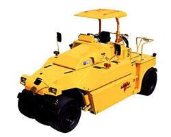 酒井TZ702轮胎压路机